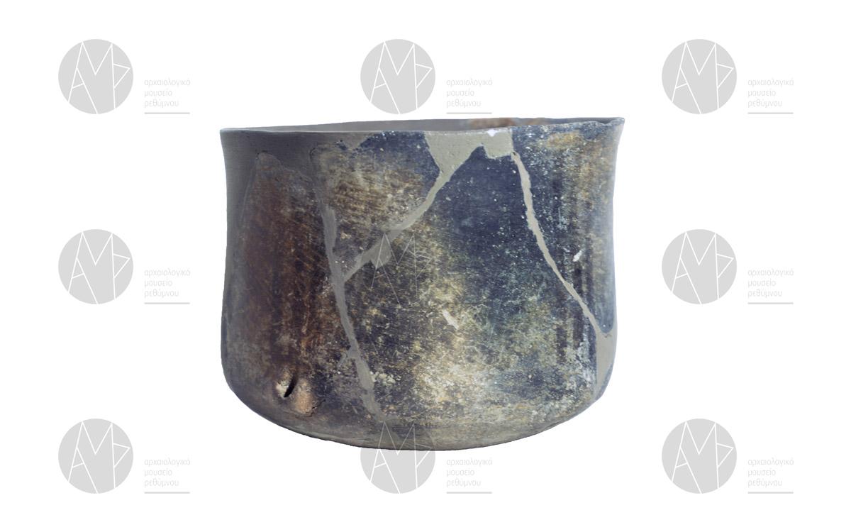 Πυξίδα/σώμα κλειστού αγγείου, Σπήλαιο Ελλενών, περ. 3200 π.Χ.