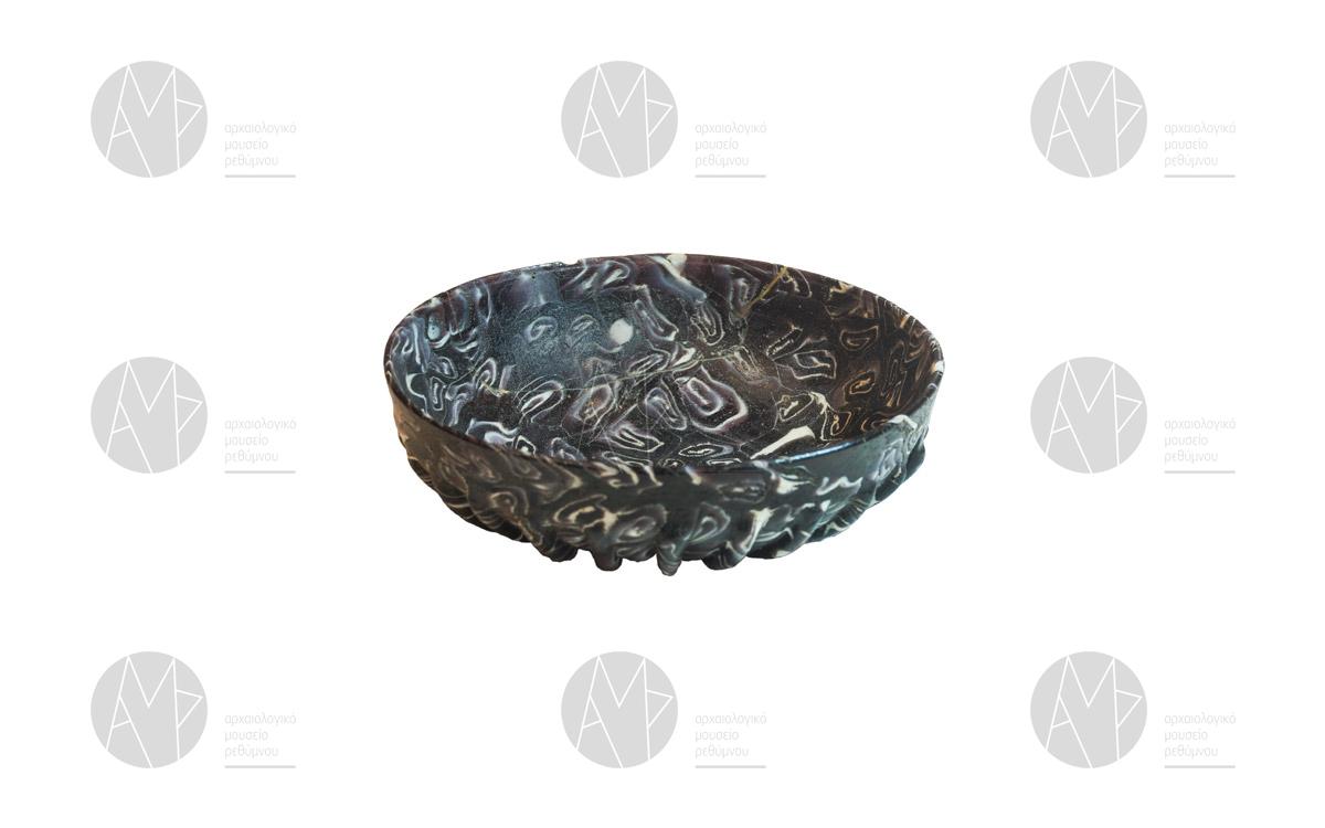 Φιάλη από δίχρωμο γυαλί, Σταυρωμένος 1ος αι. μ.Χ.